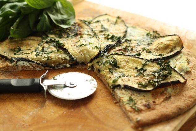 Spelt crust pizza 8