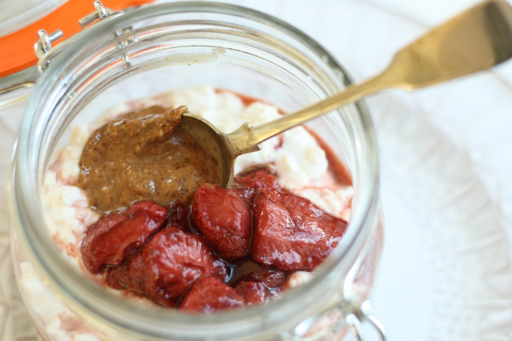 Overnight Oats and Roasted Strawberries 2
