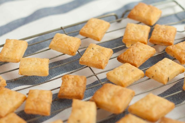 Cheese Thyme Crackers 3